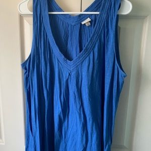 Blue sleeveless V-neck shirt